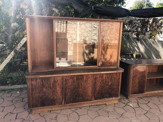 Продам деревянную мебель сервант и тумбу. Производство Чехословакия.