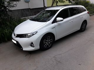 Toyota Auris 2015 hybrid la rascumparare fara %.
