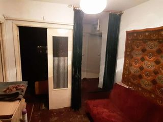 2 odăi în centrul or. Dondușeni la etajul doi din cinci, de mijloc