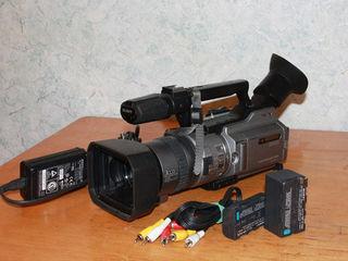 Меняю видеокамеру Sony DCR-VX2100 новая...