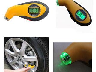 Цифровой манометр, автомобильный вольтметр, складной органайзер, лазерный стоп-сигнал.