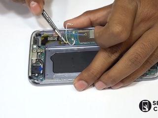 Samsung Galaxy S 9 + (G965) Nu se încarcă smartphone-ul? Înlocuiți conectorul!