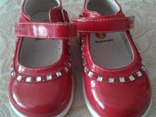 Туфли новые для девочки, 21р, натуральная кожа красного цвета