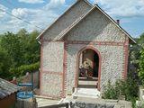 Se vinde vila cu un etaj jumatate, euroreparatie la Suruceni. 32000 euro. La pret mai cedam