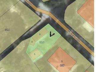 Urgent se vinde sau se schimba teren cu 3 constructii in centrul Cricova