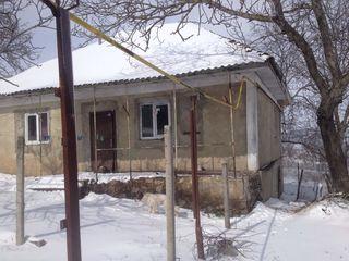 Se vinde casa in satul cruzesti mun. chisinau
