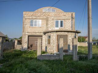 Se vinde casă, cu teren de 4 ari, zona nouă!