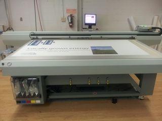 UV Tipar pe materiale rigide. УФ печать на жестких материалах.Plotter.Printer. Резка по контуру.
