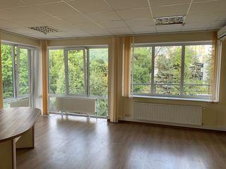 ARENDA OFICII 33m2  și 44 m2, Botanica, Grenoble 24/24