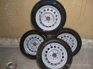 Продаются б/у железные диски 6j x 15Н2 с зимней резиной Fulda 185/65/R15 88H цена 1500 леев