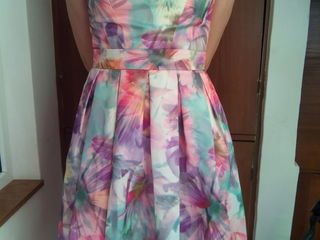 Продам платье,размер l,350лкй