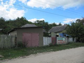 Два старых дома , на 16 сотках земли , на окраине  с.Лэпушна ,  6 км. от Хынчешть