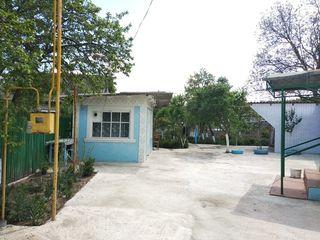 Se vinde casa la 18 km. de Chisinau la traseu in centru satului Vasieni r-nul Ialoveni