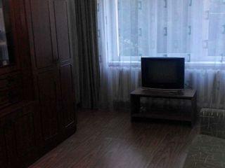 Se da in chirie apartament cu 3 odai pe un termen indelungat, se poate si cite o camera.
