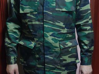 Costum de camuflaj