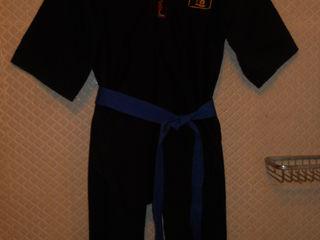 Продам фирменный костюм для восточных единоборств размер:М за 120 лей