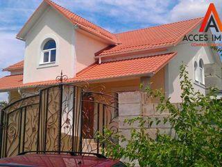 Bubuieci, str. Victoriei, casă în 2 nivele, 180m2, varianta sură!
