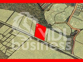 Продается земельный участок на первой линии трассы Кишинёв - Леушены