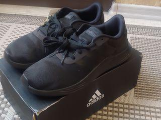 Adidas- фирменные новые  мужские  кроссовки - 7.5 uk(41-42 размер)