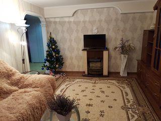 Vind apartament cu 3 camere in or. Calarasi, sectorul Bojole - reparatie calitativa