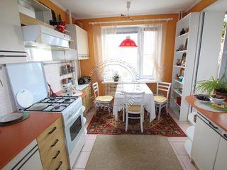 Продается 5 комнатная квартира. 69000. Со всеми удобствами.