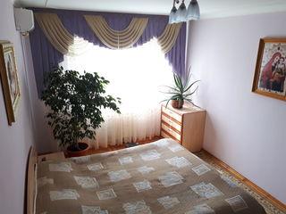 Уникальная квартира в центре Флорешть! Автономное отопление в подарок!