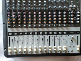 Mackie Onyx 1620 cu cartelă de sunet încorporată...