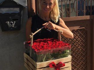 Розы и другие цветы в ассортименте