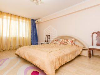 Spre chirie apartament cu 3 odăi, Centru str. N. Gheorghiu, 400 €