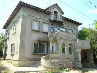 Cricova - casa de 280 mp cu 6 ari la 57000 €!