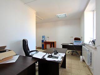 Chirie, Oficiu 12 p.m. cu mobila. Prima linia, papcare, sec. Rîșcani / Centru