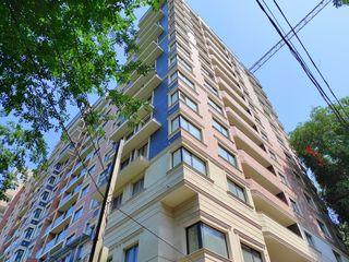 2 dormitoare separate bucatarie si living etaj 10 din 15 geamuri spre parc / în varianta albă