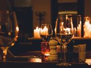 Fa-ti relatia cu sotia mai puternica printr-o seara romantica la hotel de 5 stele 600 lei