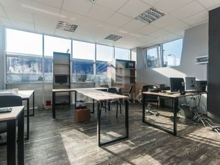 Chirie oficiu, spatiu comercial, Centru, 360 €