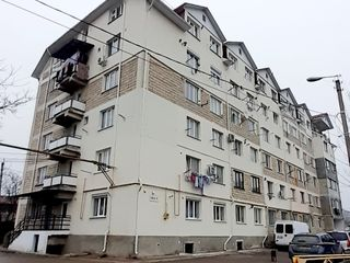 Apartment 37 m.p. cu doua odăi, 1/6, termopane, reparație Ialoveni str. Chilia 2.  22 000 euro.