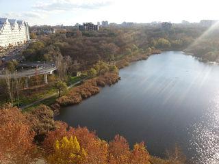 С видом на озеро посуточно - почасово.
