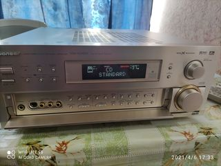 Высококлассный AV-ресивер со встроенными декодерами Dolby Digital, DTS и Dolby Pro Logic.