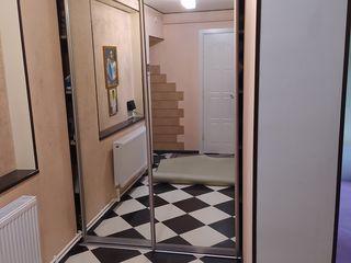 Vind apartament cu o camera urgent..