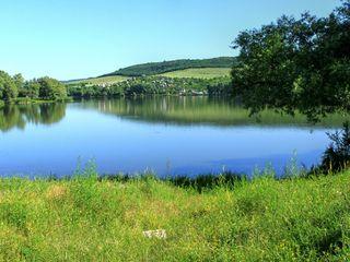 Дачный участок у озера