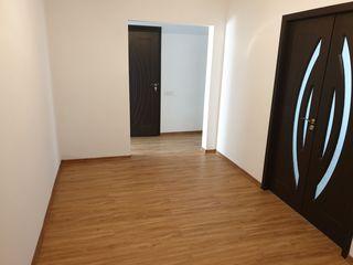 Apartament 3 camere Straseni, zona centrala!!