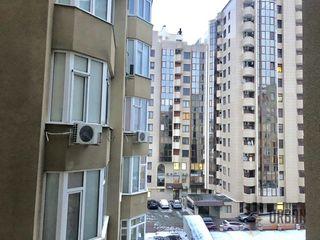 Centru, str. P.Movilă 165000€, etaj4/6, 200mp.