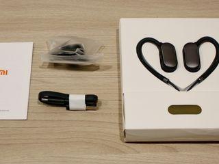 Продам новые беспроводные наушники Xiaomi Mi Sport.есть паспорт,коробка,зарядка.Бельцы