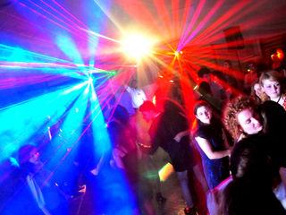 Muzică Dj la nunți,cumătrii , moderatoare (tamada) cel mai bun preț, + laser,fum,show lumini cadou !