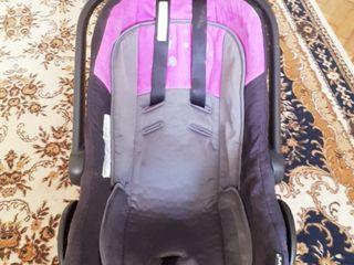 Scaun auto pentru bebelusi !!!