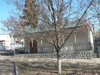 Продам (возможен обмен) коммерческую недвижимость в центре Дондушень.