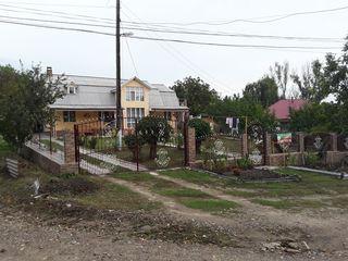 Casa 200m2, cu teren 30ari, in Soroca, Iarova