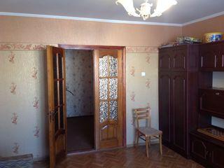 143 серия, 72 + 9  кв.м. 7 этаж из 9. Alba Iulia,Буюканы. Очень ухоженная!