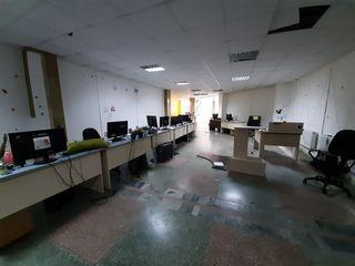 Сдаю 160m2 под бизнес,офис на Рышкановке возле Афганского парка !есть интернет для IT компании!