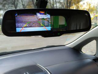 Внутренние зеркало с монитором для автомобиля.