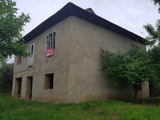 De vânzare casă în 2 nivele construită din piatră naturală